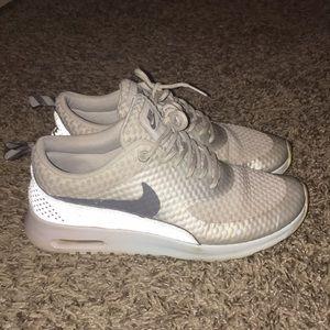 Silver Nike air max Thea